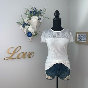 H&M white figure-fit top with lace. NWT. Size S